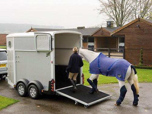 Etre autonome pour transporter son cheval ? Quelle solution choisir ?
